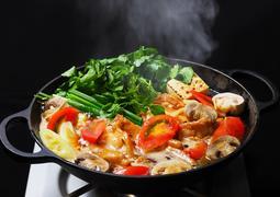 ハワイの伝統料理「チキンヘッカ」(鶏すき鍋) 、11月1日(木)より秋冬限定で登場